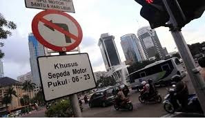 Ternyata Broadcast Message Pelarangan Sepeda Motor Di Sudirman Masih HOAX..