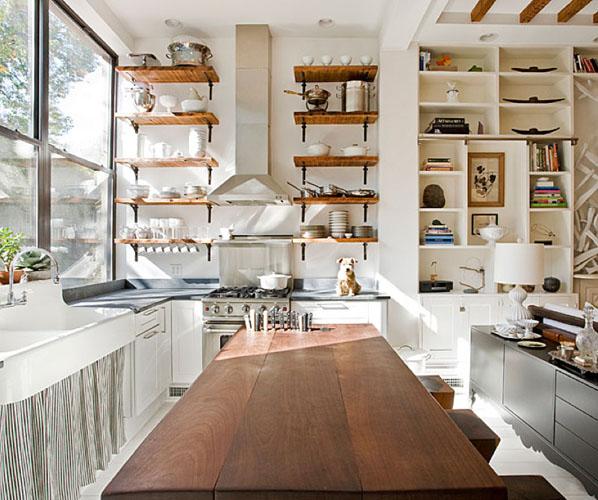 El orden es la clave: estanterías abiertas en la cocina