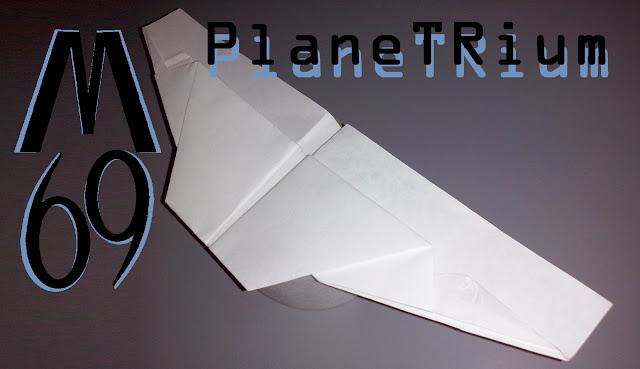 Avión de papel M-69