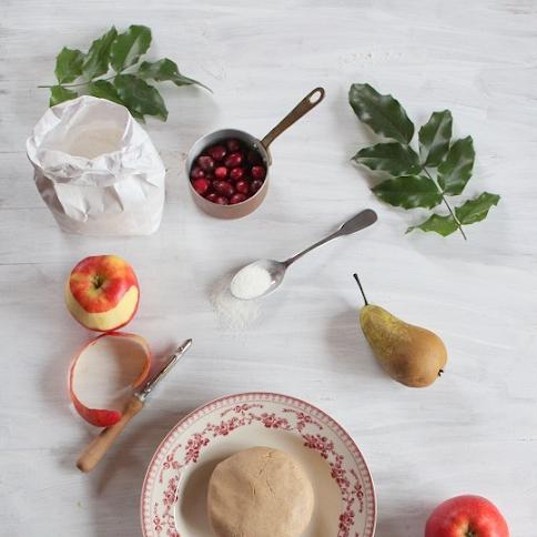 Kruche o smaku piernika z jabłkami, gruszkami i żurawiną