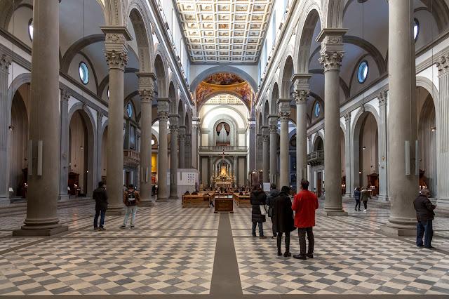 Basilica de San Lorenzo :: Canon EOS5D MkIII | ISO1600 | Canon 24-105@24mm | f/4.0 | 1/13s
