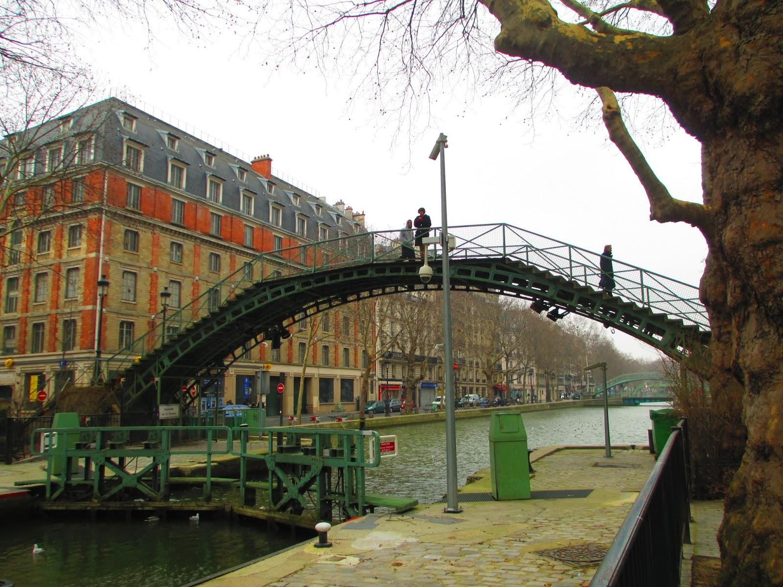 dressing up in paris week 7 canal saint martin. Black Bedroom Furniture Sets. Home Design Ideas