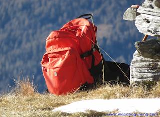 Carrier atau ransel untuk mendaki gunung
