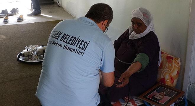 Diyarbakır Silvan'da bakıma muhtaç 82 kişiye evde bakım hizmeti sunuluyor