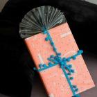http://www.empaquetandoando.com/es/blog/187-envolver-regalos-libros-original-celofan.html
