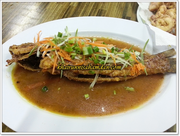 Medan Ikan Bakar Sabak Awor Muar Johor| Tempat Makan Seafood Best di Muar Johor