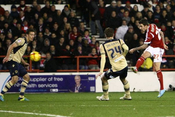 Matt Derbyshire shoots to score Nottingham Forest's winning goal against Leeds