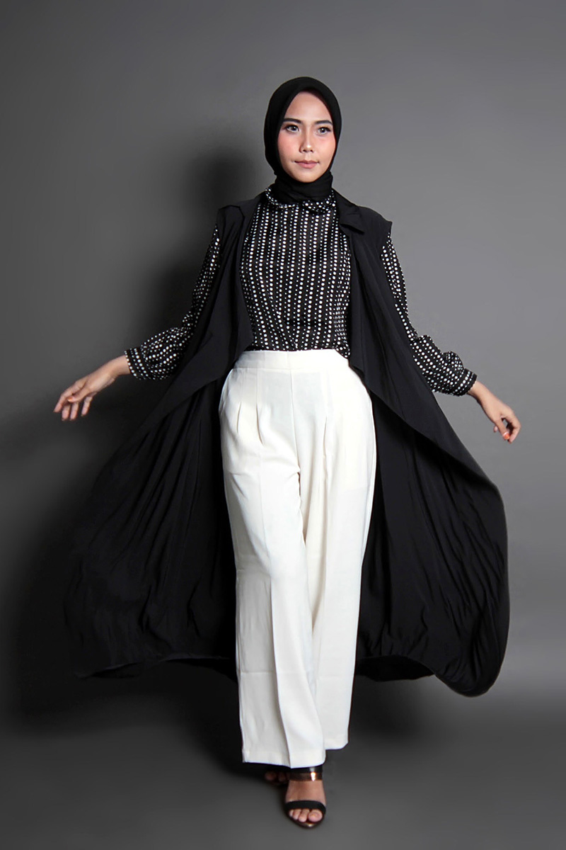 tips foto stuido keren dengan oter wear manis cewek model Hijab