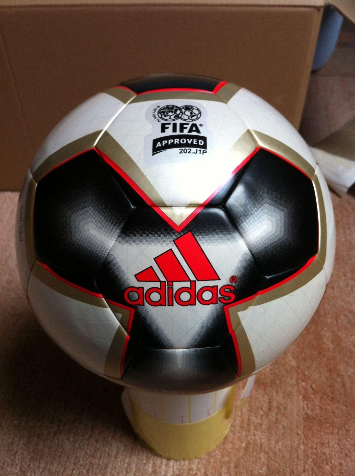 Balón oficial de la copa Confederaciones 2005 en Alemania. Balón Pelias 2 50d2e9bc46227
