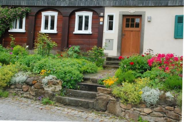 ogród wiejski przy domu przysłupowym
