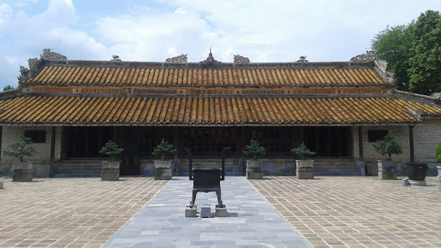 Tumba del emperador Tu Duc. Templo