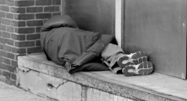 Muere un joven sin techo de unos 31 años en una plaza de Cádiz