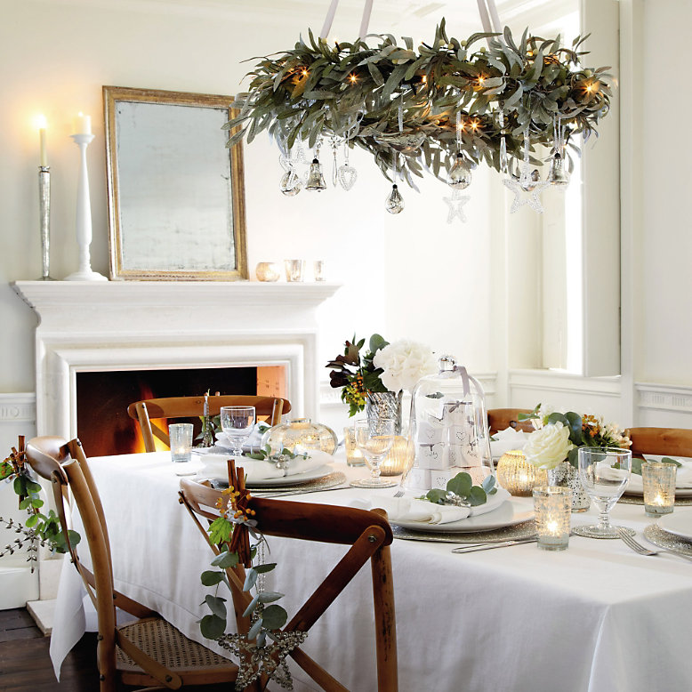 Country style chic christmas decor for Holiday decorating ideas pictures