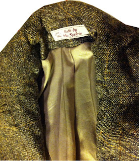 c7969f57 Det samme lyse foret ble valgt i jakken som i skjørtet.