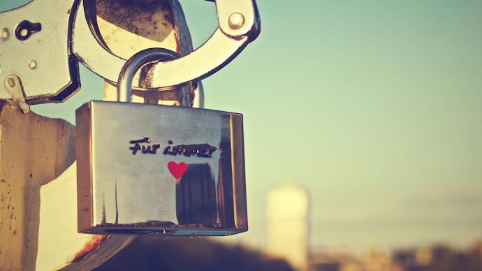 Wallpaper: Locked in Love