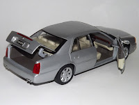 Cadillac Deville 1/18 Maisto 2002