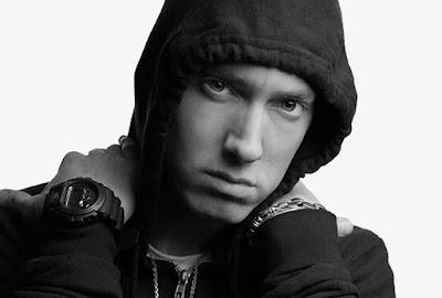 Biografi Eminem  Biodata   Nama Lengkap: Marshall Bruce Mathers III  Nama Populer: Eminem  Tanggal Lahir: 17 Oktober 1972  Tempat Lahir: St. Joseph, Missouri, Amerika Serikat  Pekerjaan: Penyanyi, Rapper,Produser rekaman, Aktor  Genre: Hip Hop  Instrumen: Vokal  Tahun aktif: 1995–sekarang  Label : Bassmint, Mashin' Duck, Web, Interscope, Aftermath, Shady  Situs web: www.eminem.com   Biografi Eminem   Biodata   Nama Lengkap: Marshall Bruce Mathers III  Nama Populer: Eminem  Tanggal Lahir: 17 Oktober 1972  Tempat Lahir: St. Joseph, Missouri, Amerika Serikat  Pekerjaan: Penyanyi, Rapper,Produser rekaman, Aktor  Genre: Hip Hop  Instrumen: Vokal  Tahun aktif: 1995–sekarang  Label : Bassmint, Mashin' Duck, Web, Interscope, Aftermath, Shady  Situs web: www.eminem.com    Biografi   Eminem atau yang memiliki nama lengkap Marshall Bruce Mathers III lahir pada tanggal 17 Oktober 1972 di St. Joseph, Missouri, Amerika Serikat. Dia merupakan salah satu rapper yang paling terkenal dan kontroversial. Ia juga bertindak sebagai produser rekaman untuk artis-artis lainnya seperti 50 Cent dan D12.  Eminem menggeluti musik hip hop sejak berusia muda, dia mulai tampil sejak berusia 13 tahun dengan grupnya, Soul Intent (1995). Album sukses pertama Eminem berjudul The Slim Shady LP (1999), menyusul album-album berikutnya, The Marshall Mathers LP (2000), The Eminem Show (2002), Music From And
