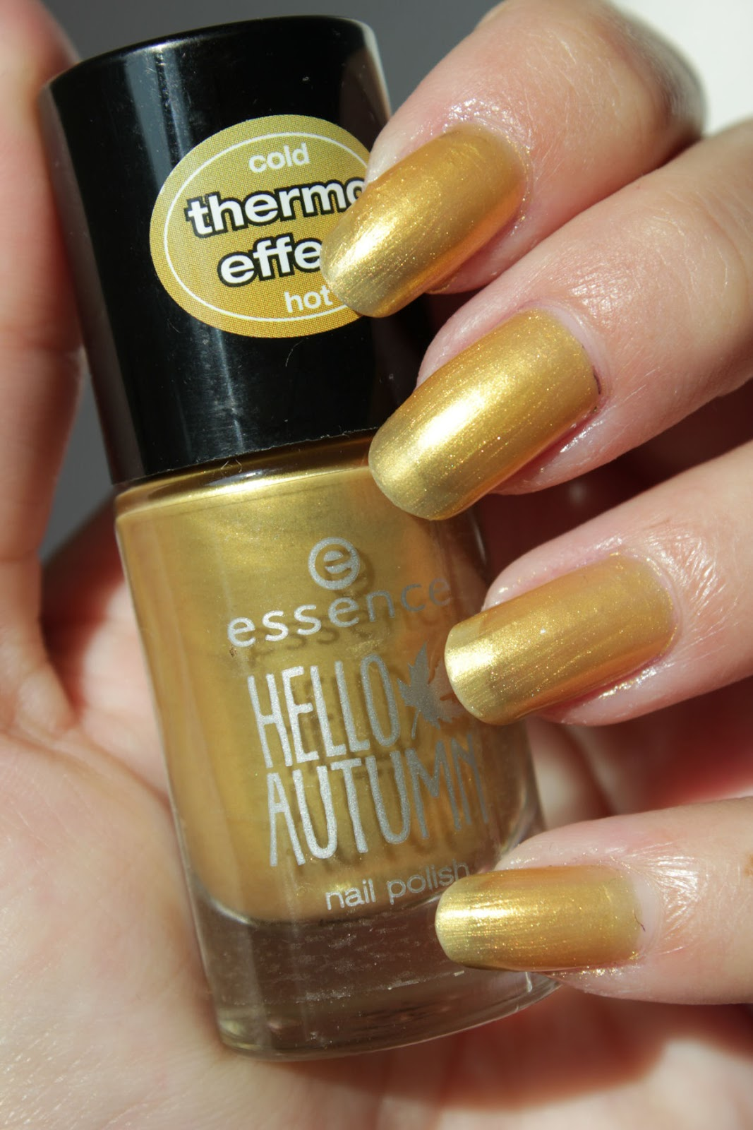 http://lacquediction.blogspot.de/2014/09/essence-hello-autumn-swatches-review.html