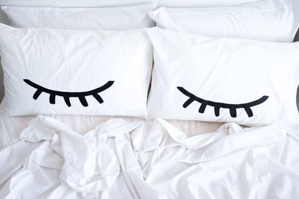 sedar sedang tersenyum/ketawa dalam tidur .. scary atau normal?