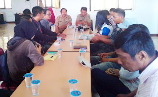 Kepala Dinas Kominfo Sabas SIP Msi didampingi oleh Anuwar Kabid pengelolaan komunikasi publik menjelaskan,pertemuan ini diadakan guna