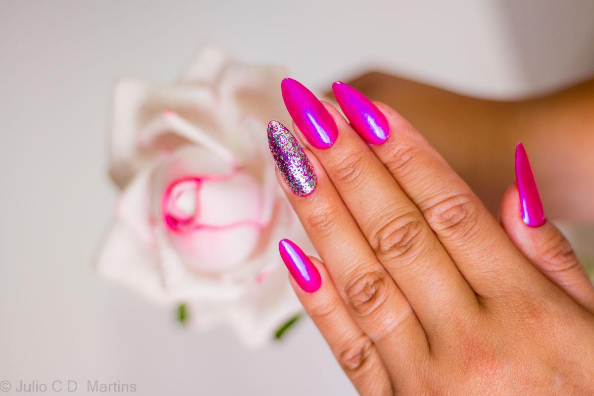 Unhas da semana: Stiletto com Pink e glitter