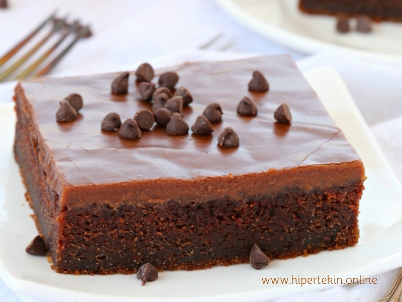 CHOCOLATE CAKE WITH CHOCOLATE FROSTING RECIPE