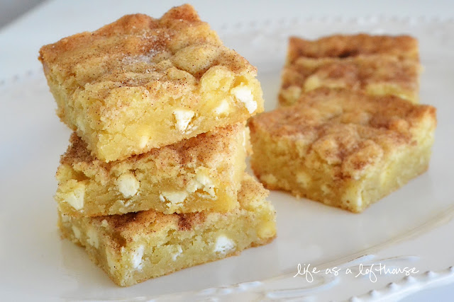 Snickerdoodle Blondies are soft and delicious snickerdoodles filled with white chocolate chips. Life-in-the-Lofthouse.com