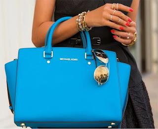 Las 6 cosas que no pueden faltar en el bolso de una mujer
