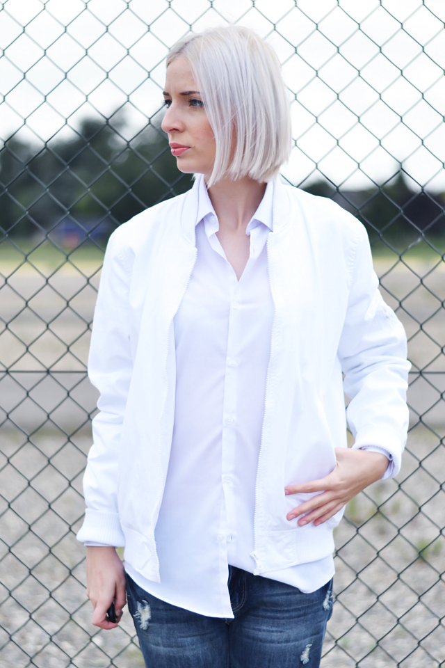 Outfit post by belgian fashion blogger: Asos, baseball jacket, bomber jacket, white, primark, white shirt, boyfriend, oversized, primark, ripped, jeans, boyfriend jeans, even & odd, zalando, silver shoes. Minimal outfit, street style, trends 2015, white hair