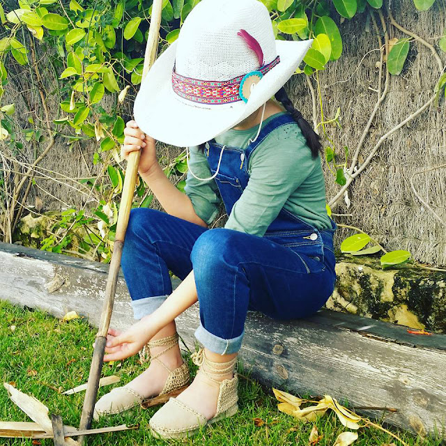 #PuntoyAparte #verano2016 #modaniña #PequeñaFashionista #alpargatasdetiras #calzadoinfantil #espardeñasdecintas