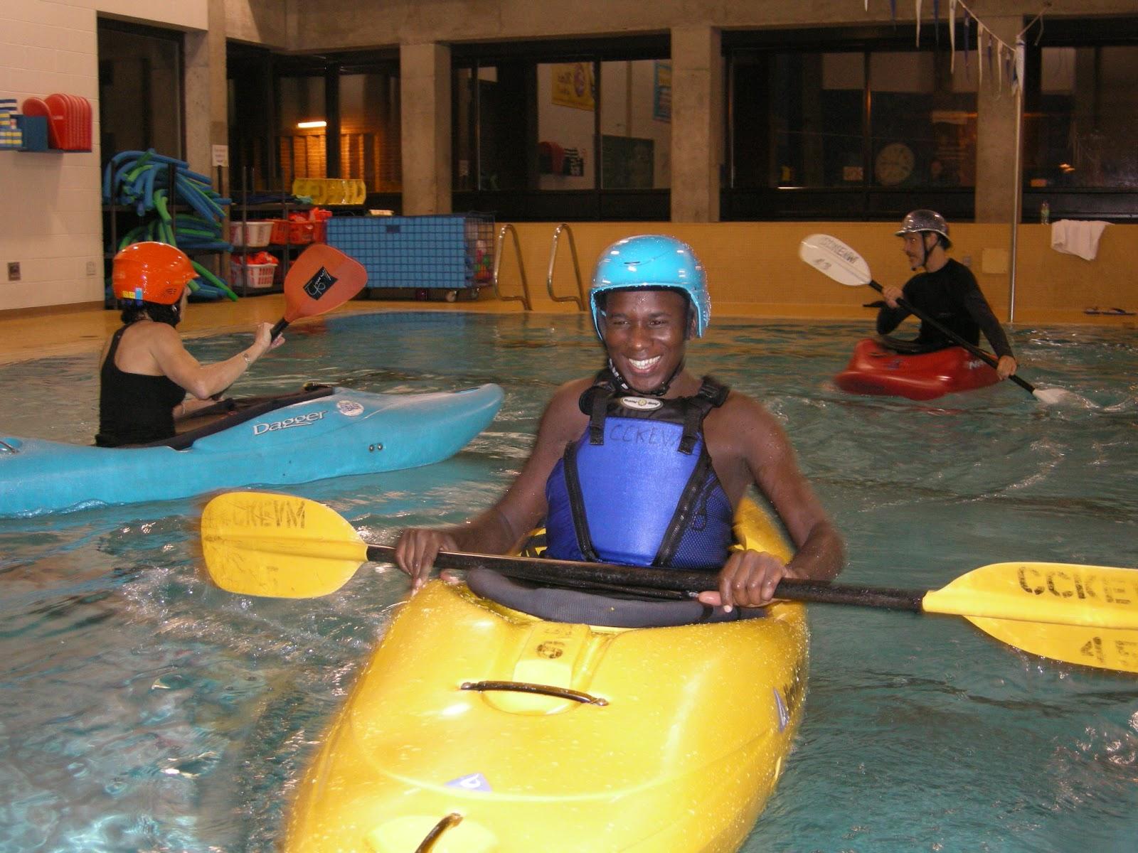 Plein air interculturel Kayak en piscine 9 novembre Kayaking pool session November 9th