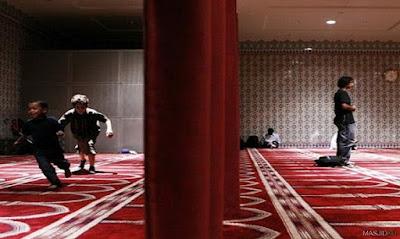 adab mengajak anak ke masjid