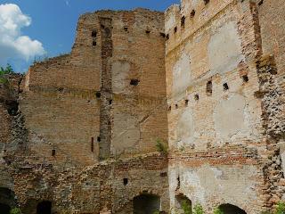 Клевань. Замок Чарторыйских. XV в. Остатки средневековых стен с бойницами