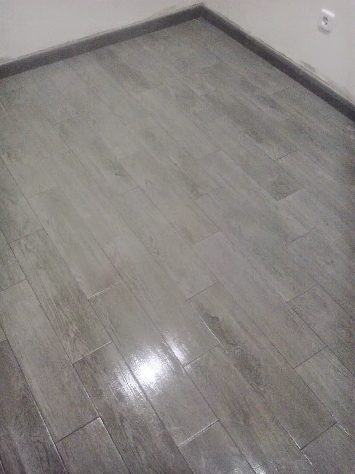 suelo porcelnico imitacin madera gris