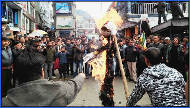 An effigy of Ahluwalia being burnt in Darjeeling