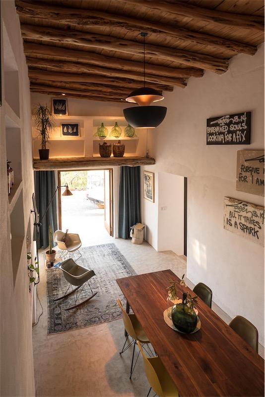 casa en ibiza con techos de sabila originales chicanddeco