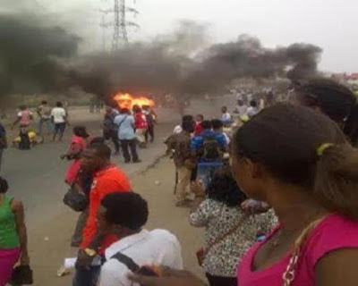 Chai! Another Jungle Justice took place in Lagos as phone thief is burnt to death