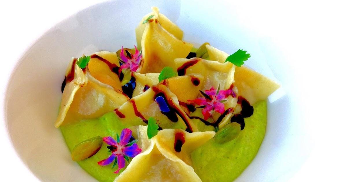 Saccottini di Mortadella e Parmigiano stagionato su mousse di Pistacchio e gocce di Balsamico