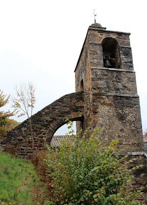 Curiosa escalera en la torre campanario de la Iglesia de Calleja de Ordás en la Comarca de Luna