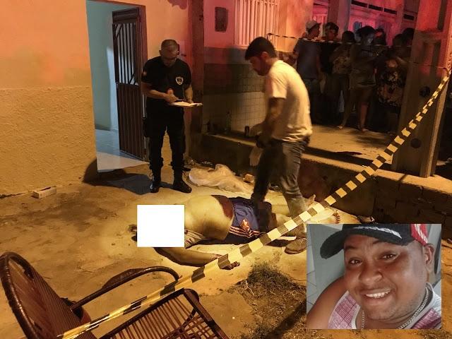 Homem é morto na porta de casa enquanto bebia com amigos; suspeito foi preso pela PM
