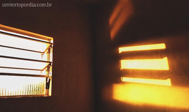 janela pôr do sol