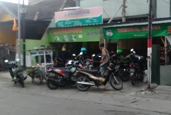 Foto Warkop Krewul Dari Seberang Jalan