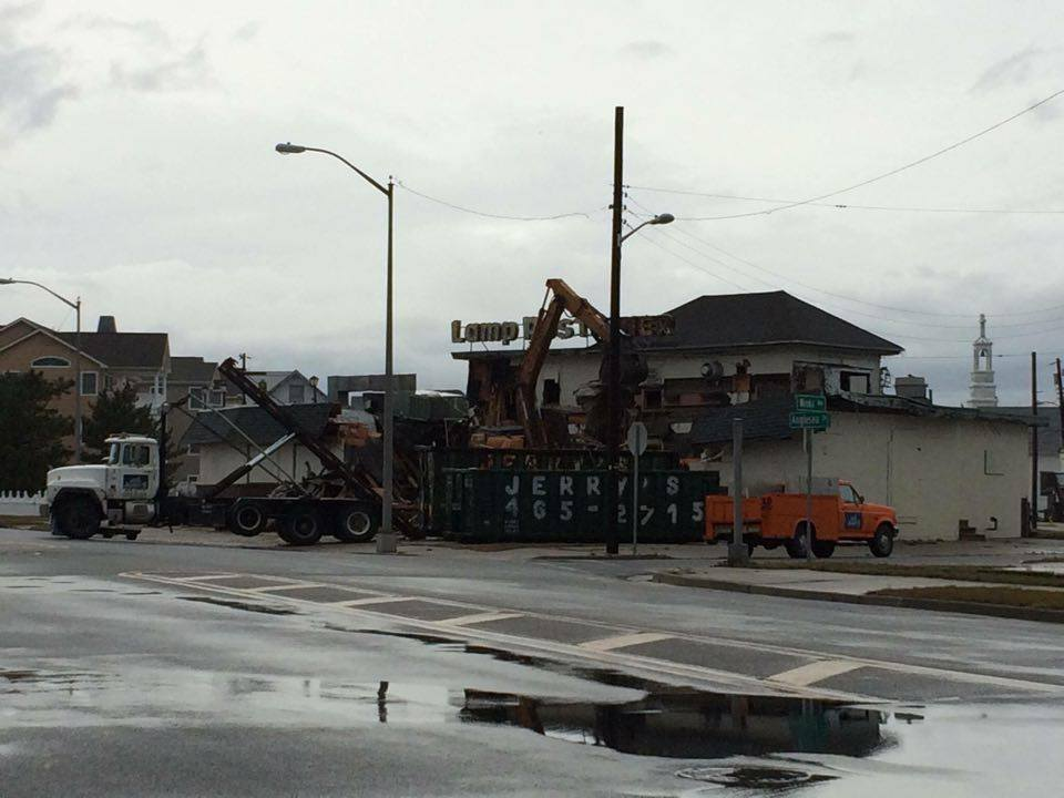 Wildwood 365: BREAKING NEWS: Lamp Post Diner finally meets its fate
