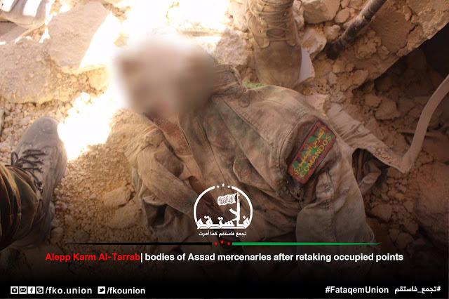 Νεκρός μαχητής του καθεστώτος με έμβλημα των «COMANDOS»