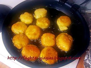 Αφράτες τηγανίτες με αυγά - από «Τα φαγητά της γιαγιάς»