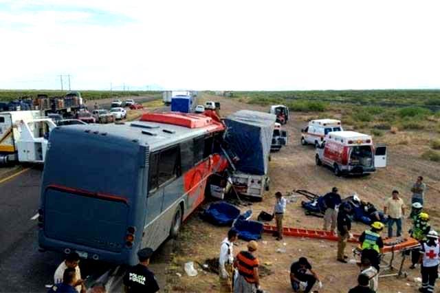 10 muertos en choque de autobus