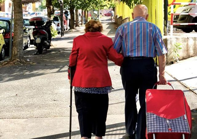 Gambar Pasangan Mesra, Gaya Foto Couple Romantis Yang Keren Beserta Puisi Cinta