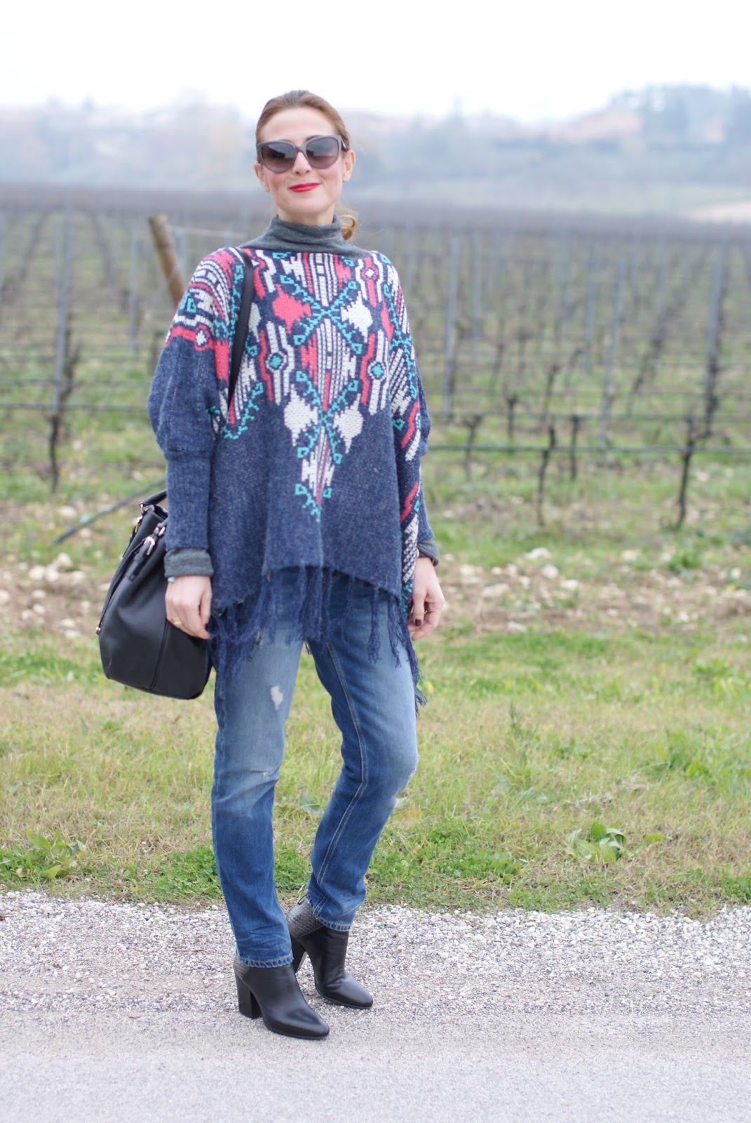 Fringed aztec poncho for a western girl style inspired outfit on Fashion and Cookies fashion blog, fashion blogger style