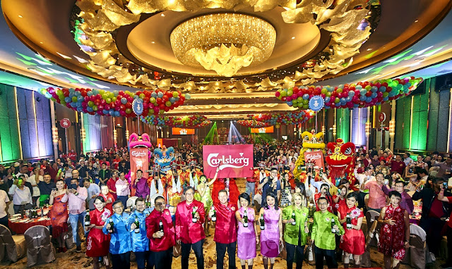 """Some 500 guests attended the media and trade launch at HXC Pudu, KL as Carlsberg brought to LIVE its """"Prosperity Begins With A POP!"""" campaign featuring vibrant and colourful colours – red, blue, pink and green."""