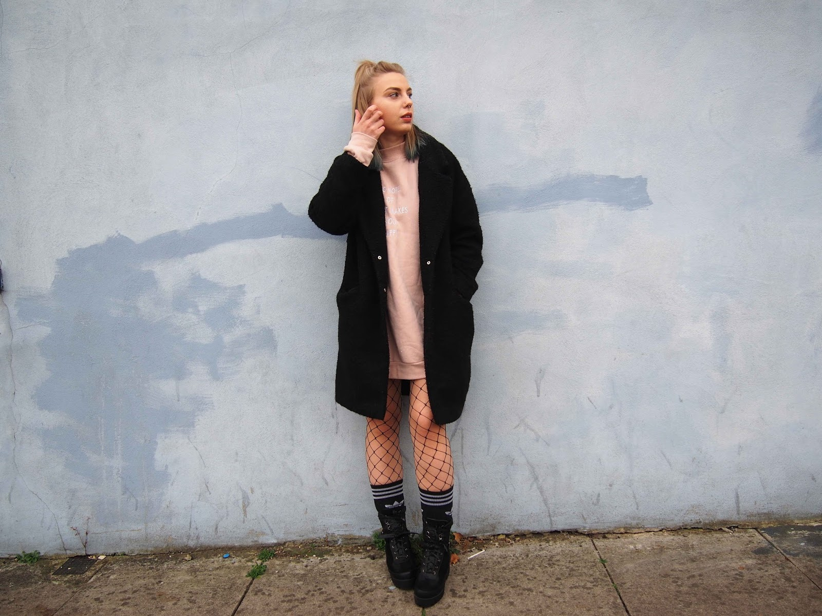 oversized duster jacket coat, oversized pink jumper dress primark, fishnet tights, adidas sock, chunky biker boots, autumn winter outfit, grunge 90s alternative style 1